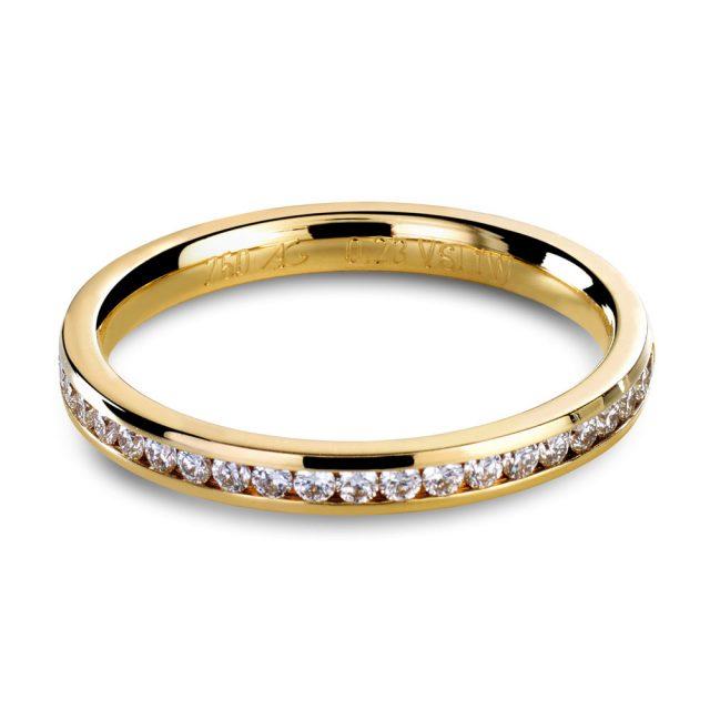 Kanalfattet giftering i gult gull med briljanter