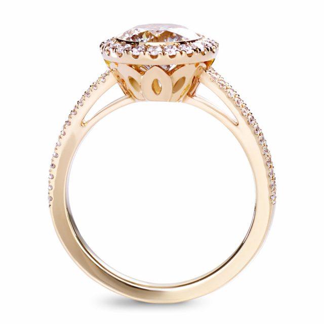 Lett champagnefarget diamantring i rosé gull med splittet skinne