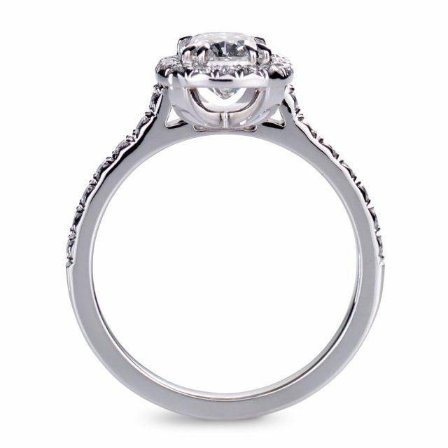 Cushion-slipt diamantring i platina med briljanter