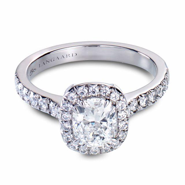 Cushionslipt diamantring i platina med brillianter