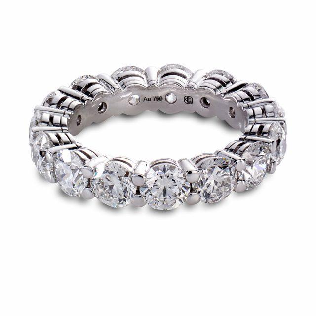 Alliansering i hvitt gull med brilliantslipte diamanter