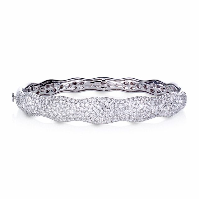 Bølget Scalare armbånd i hvitt gull med diamanter