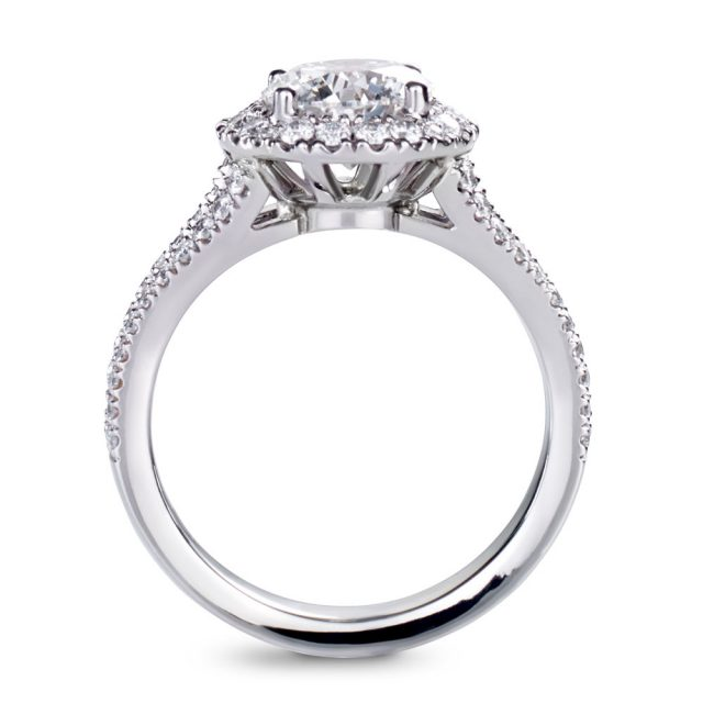 Diamantring i platina med splittet skinne og briljanter