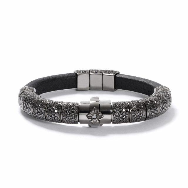 Korne armbånd i sortrhodinert hvitt gull og skinn med sorte diamanter