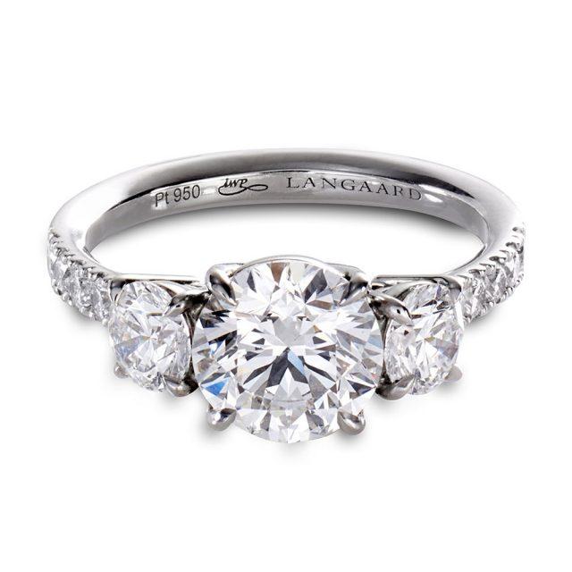Trestensring i platina med diamanter