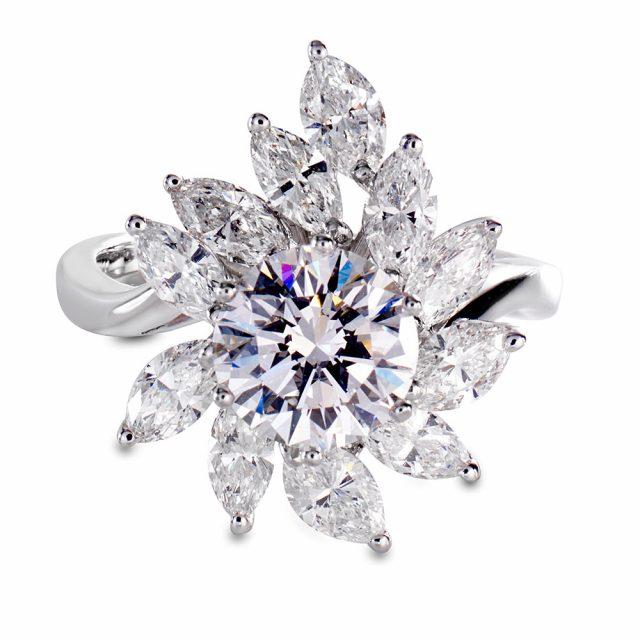 The fancy cut Star diamantring i hvitt gull