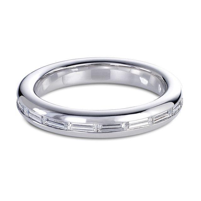 Baguette cut diamond ring in platinum
