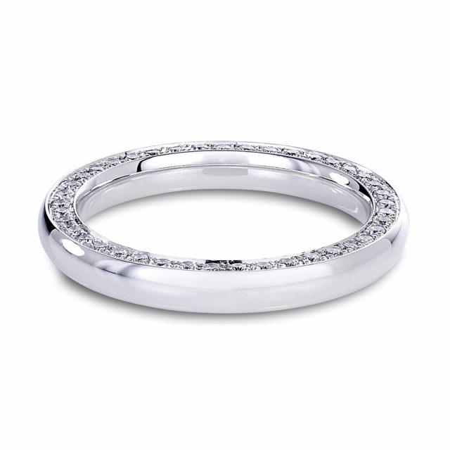 Giftering i hvitt gull med diamanter på siden