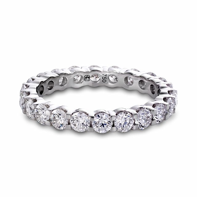 Alliansering i hvitt gull med flere brilliantslipte diamanter