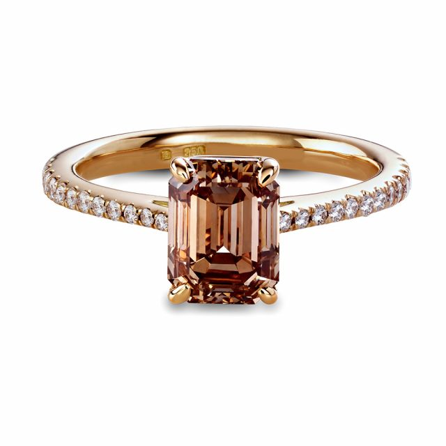 Engagement ring in rosé gold with emerald cut champagne coloured diamond