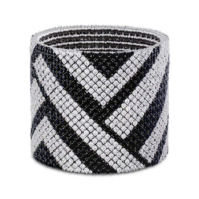 Cashmere armbånd i hvitt gull med sorte og hvite diamanter