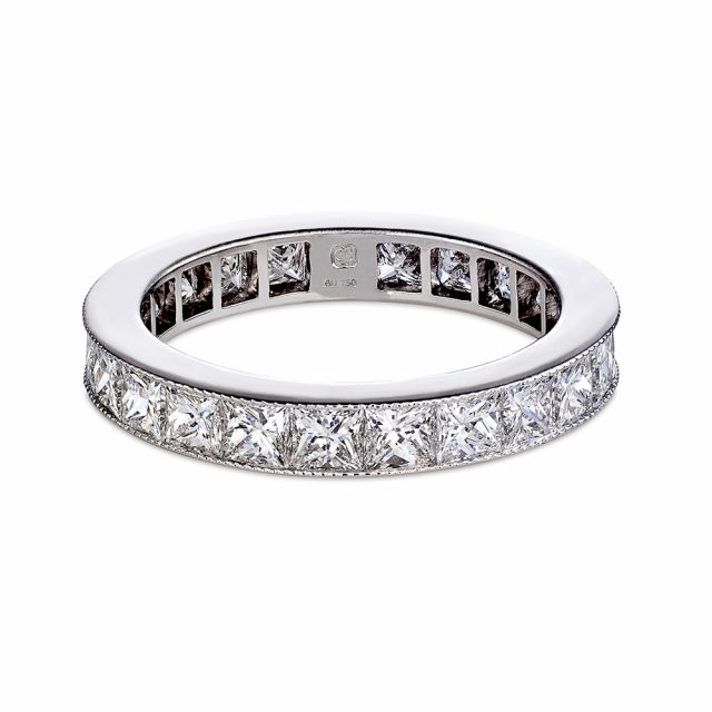 Eternity ring in white gold with princess cut diamonds