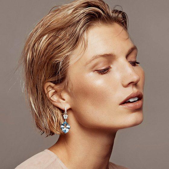 Creolørepynt med diamanter og blå topas