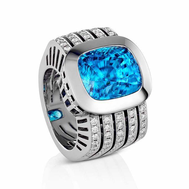 Ring i hvitt gull med blå zirkon og briljantslipte diamanter