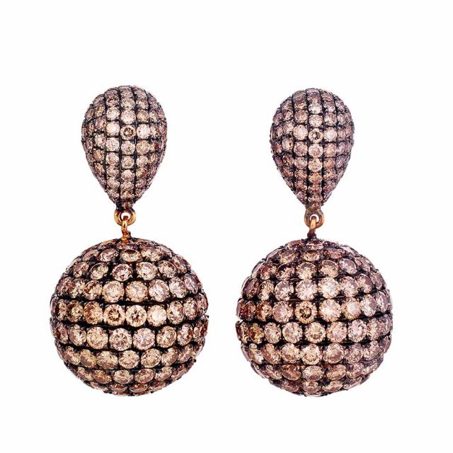 Earrings in black rhodinated rose gold with champagne coloured diamonds