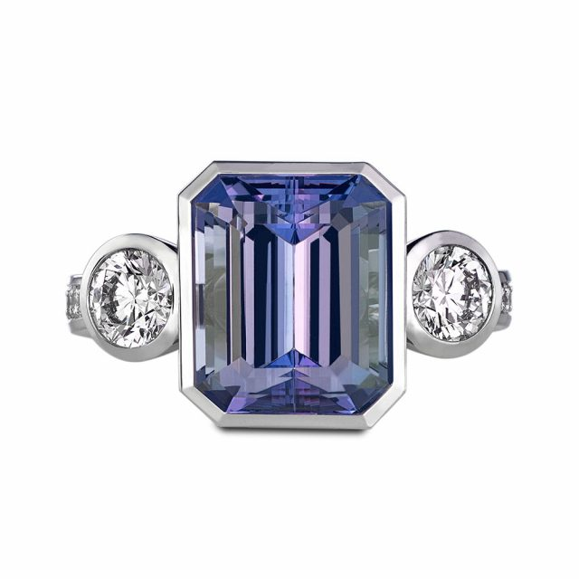 Ring in white gold with tanzanite and two diamonds
