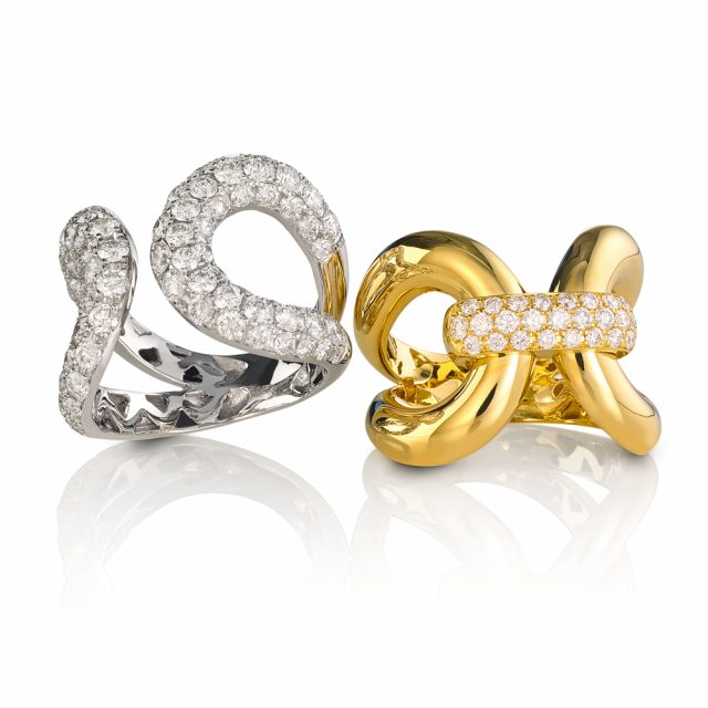 Ring in white and yellow gold set with diamonds